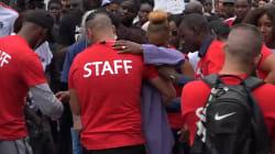 La mère d'Adama Traoré submergée par l'émotion pendant la marche en mémoire de son