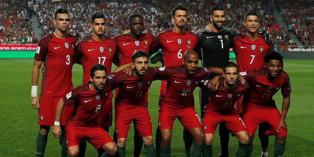 L'équipe du Portugal avant son match contre la Suisse, le 10 octobre à Lisbonne.