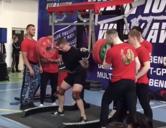 Powerlifter snaps leg in gruesome viral footage