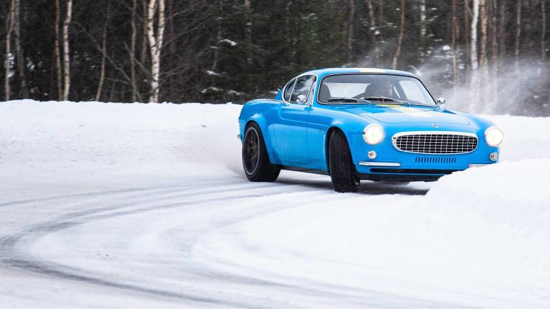 Обновленный Volvo P1800 Cyan Racing дрифтует в Швеции