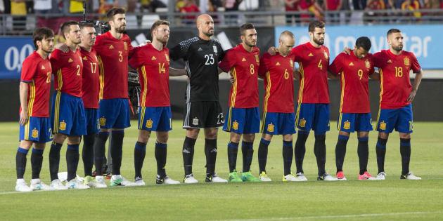 Hilo de la selección de España (selección española) Http%3A%2F%2Fo.aolcdn.com%2Fhss%2Fstorage%2Fmidas%2F928a4d28965aa0b6aca19b85f635bcec%2F205354075%2Fminutosilencioefe