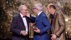 Olivier Baroux reçoit un César des mains du père de Kad