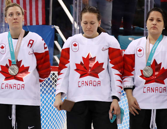 Canadian hockey player criticized for removing medal