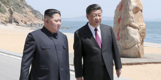 Kin Jong Un y Xi Jinping durante su encuentro sorpresa en China.