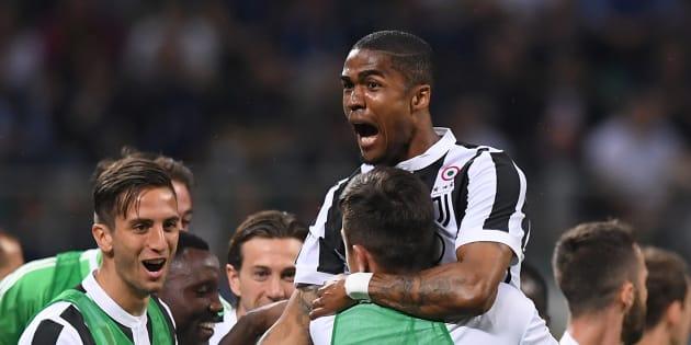 Douglas Costa é um atacante da italiana Juventus.