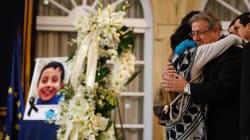 Zoido, emocionado con la bufanda de Gabriel que su madre le ha