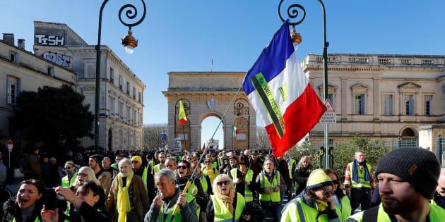 """Los sindicatos franceses respaldan a los """"chalecos amarillos"""" con una huelga."""
