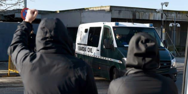 Imagen de archivo de un furgón de la Guardia Civil que transporta a los acusados a su salida del juicio en la Audiencia Nacional.