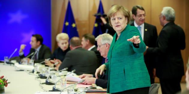 La canciller alemana, Angela Merkel, durante la cumbre europea en Bruselas, Bélgica, el 15 de diciembre de 2017. Los líderes de la Unión Europea salvo el Reino Unido abordan hoy el paso a la segunda fase de las negociaciones del Brexit y la reforma de la eurozona. EFE