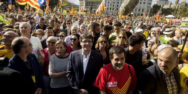 Imagen de archivo de la Diada con Carles Puigdemont y Carme Forcadell