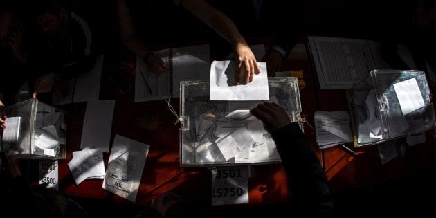 Una urna de la votación de los taxistas de Madrid sobre la continuidad de la huelga.
