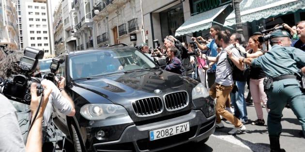 Zaplana, trasladado en coche tras su detención