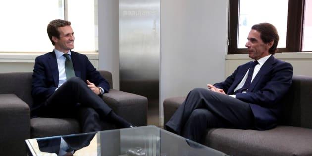 Pablo Casado, durante la reunión en la sede de Génova con el expresidente del Gobierno José María Aznar.