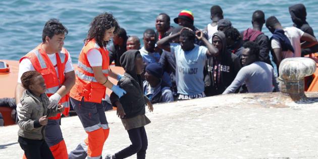 Salvamento Marítimo ha rescatado en aguas del Estrecho de Gibraltar a 149 inmigrantes que viajaban en cinco pateras.