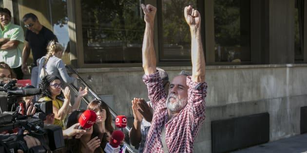El actor Willy Toledo, a su salida de los juzgados de Plaza de Castilla en Madrid el 13 de septiembre de 2018.