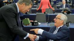 ¿Qué le ha regalado Nigel Farage a Juncker antes del