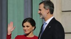 Letizia saca los colores al rey en el aniversario de la