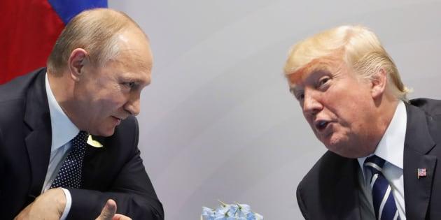 Imagen de archivo del encuentro entre Putin (izq) y Trump (der).