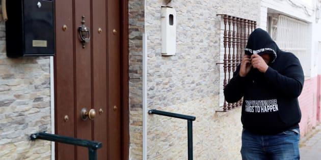 Un hombre encapuchado visita a José Ángel Prenda en su casa de Sevilla.