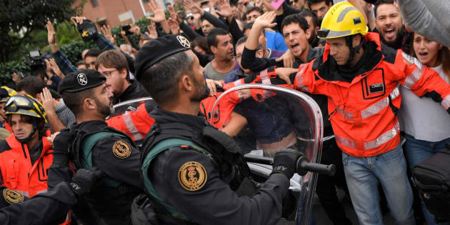 Imagen de archivo del despliegue de la guardia civil durante el 1-O.