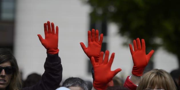 Manifestantes en los juzgados de Pamplona