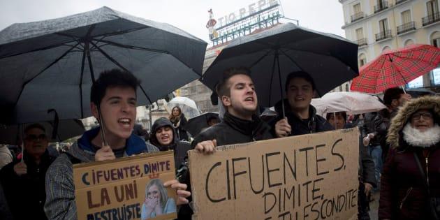 Manifestación en la Puerta del Sol (Madrid) para exigir la dimisión de Cifuentes.