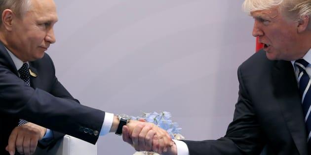 Trump y Putin se dan la mano durante el G-20