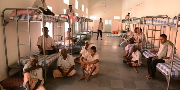 Imagen de archivo de varios mendigos en India.