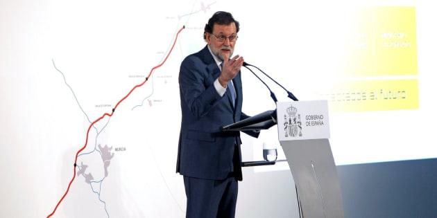 Mariano Rajoy interviene en el aeropuerto de Elche-Alicante. EFE/Morell