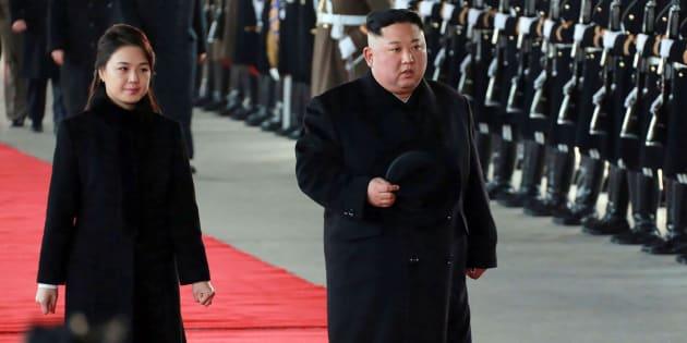 El líder norcoreano y su mujer llegan a China.