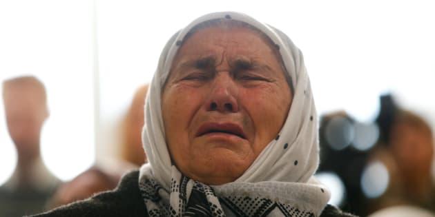 Una mujer reacciona a la condena a cadena perpetua de Mladic.