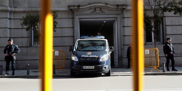 Furgón policial en las puertas del Supremo.