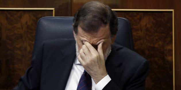 El presidente del Gobierno, Mariano Rajoy, tras comparecer hoy en un pleno extraordinario en el Congreso de los Diputados para dar explicaciones de su declaración ante el tribunal del juicio del caso G�rtel y sobre la supuesta financiación ilegal de su partido, el PP. EFE/Emilio Naranjo