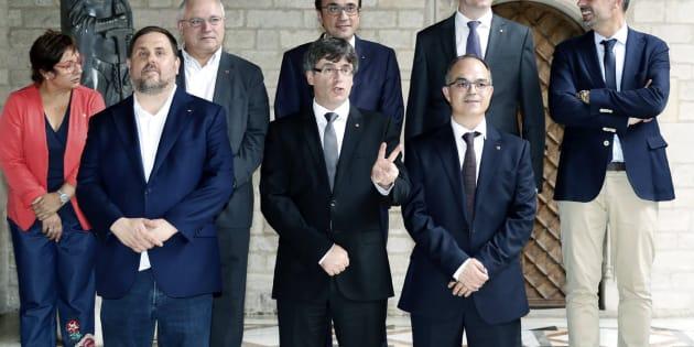 Puigdemont y Junqueras junto al nuevo Govern