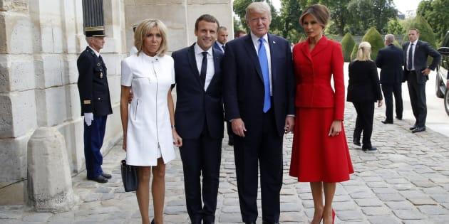 El matrimonio Macron posa junto a los Trump en París.