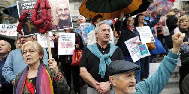 Un grupo de pensionistas protestan en Bilbao.