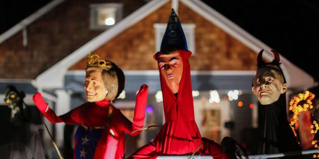 Muñecos de Halloween decorados con las caras de Clinton, Trump y Putin.
