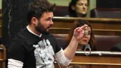Rufián muestra unas esposas a Zoido en el Congreso: