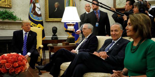 Donald Trump se reúna con el líder de la mayoría en el Senado, Mitch McConnell, y los líderes demócratas Chuck Schumer y Nancy Pelosi.