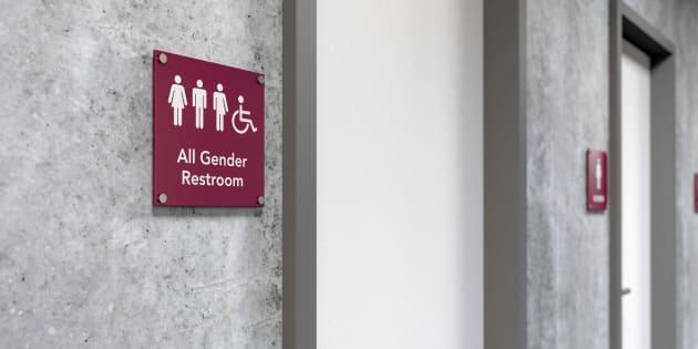 Le maire de Londres veut des toilettes neutres dans la ville et fait face à une féroce opposition
