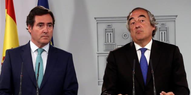Los presidentes de CEOE y CEPYME, Juan Rosell y Antonio Garamendi, en la rueda de prensa en La Moncloa.