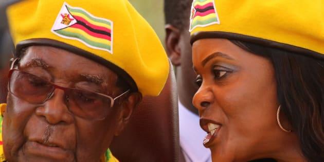 Imagen de archivo del matrimonio Mugabe.