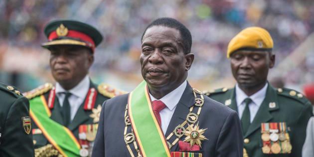 Emmerson Mnangagwa jura el cargo de presidente provisional de Zimbabue.