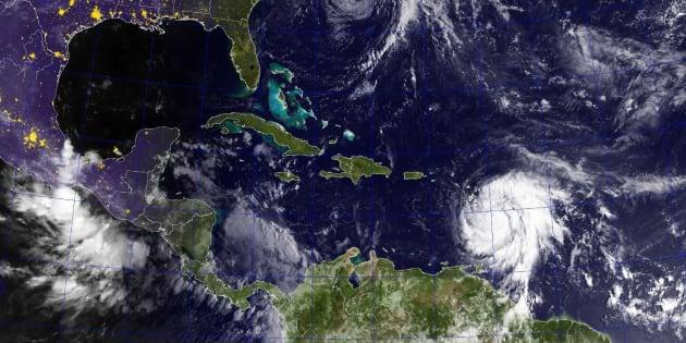 Fotografía cedida por la Marina de Estados Unidos que muestra la temporada de huracanes de 2017.