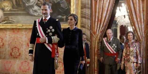 El rey Felipe junto a la reina Letizia. Tras ellos, los reyes eméritos Juan Carlos y Sofía.