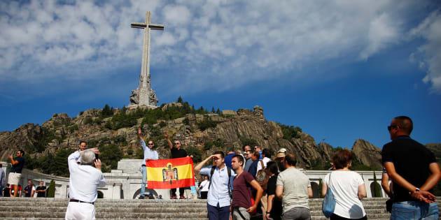 Franquistas protestan en el Valle de los Caídos por la decisión del Gobierno de exhumar los restos del dictador.