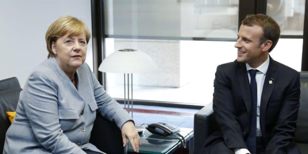 La canciller alemana, Angela Merkel (i), y el presidente francés, Emmanuel Macron (d), este jueves.