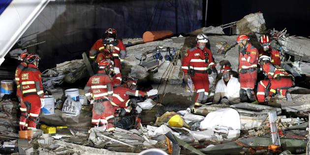 Brigadas de rescate de España y México continúan tras el terremoto.