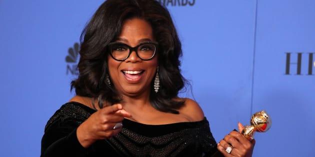 Oprah Winfrey posa con su premio Cecil B. DeMille, recogido en la 75ª edición de los Globos de Oro el 7 de enero de 2018 en Los Ángeles.