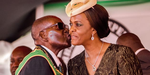 Robert Mugabe kissing his wife and then-first lady Grace Mugabe during during Zimbabwe's 37th Independence Day celebrations in 2017.